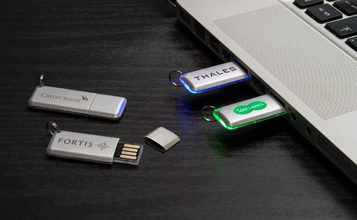 https://static.custom-flash-drives.co.nz/images/products/Halo/Halo0.jpg